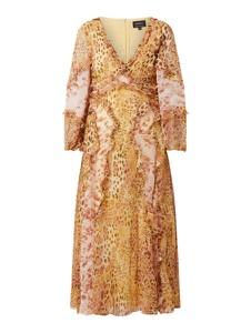 Pomarańczowa sukienka Bardot z dekoltem w kształcie litery v z długim rękawem z szyfonu