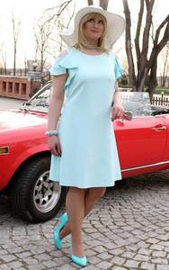 Niebieska sukienka Oscar Fashion w stylu casual z okrągłym dekoltem midi