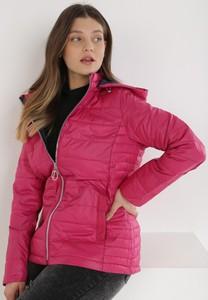 Różowa kurtka born2be krótka w stylu casual