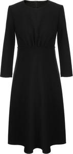 Sukienka Nife w stylu casual z dekoltem w kształcie litery v z długim rękawem