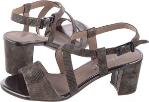 Brązowe sandały Caprice z klamrami w stylu casual