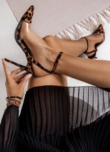 Brązowe szpilki DeeZee w stylu klasycznym na szpilce ze spiczastym noskiem