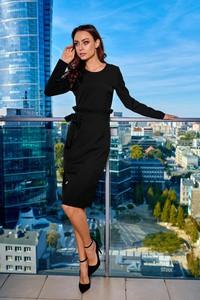 Czarna sukienka Lemoniade z okrągłym dekoltem z długim rękawem dopasowana