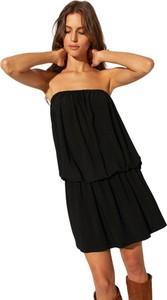 Czarna sukienka CAHA z krótkim rękawem