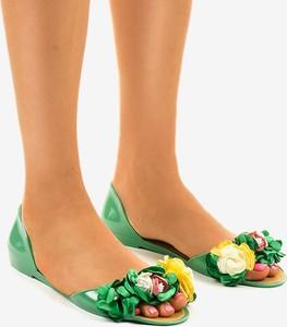 Zielone sandały Gemre.com.pl z płaską podeszwą