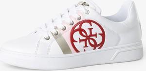 Buty sportowe Guess sznurowane z płaską podeszwą z tkaniny