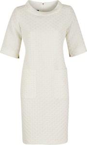 Sukienka Poza prosta mini w stylu casual
