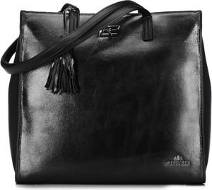 Czarna torebka Wittchen lakierowana z frędzlami