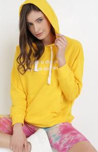 Żółta bluza born2be w młodzieżowym stylu
