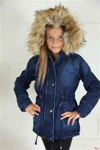 Granatowa kurtka dziecięca e-lily.pl z jeansu