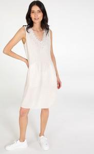 Sukienka Unisono na ramiączkach z dekoltem w kształcie litery v