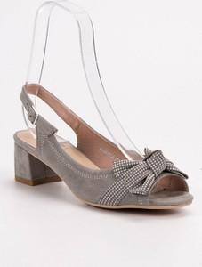 Sandały Webhiddenbrand z klamrami na obcasie w stylu klasycznym