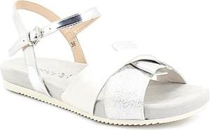 Sandały Caprice w stylu casual na niskim obcasie z klamrami