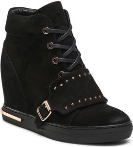 Czarne buty sportowe Carinii w młodzieżowym stylu
