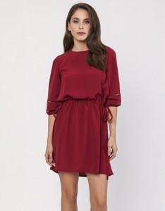 Czerwona sukienka Milena Płatek z długim rękawem z okrągłym dekoltem prosta