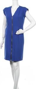 Sukienka Stylove z krótkim rękawem mini z dekoltem w kształcie litery v