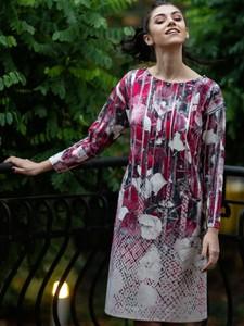 Różowa sukienka POTIS & VERSO midi z okrągłym dekoltem