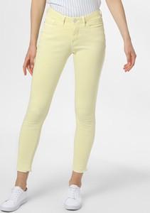 Żółte jeansy Opus w street stylu