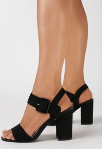 Czarne sandały born2be na słupku z klamrami ze skóry