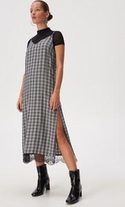 Sukienka Sinsay z dekoltem w kształcie litery v maxi w stylu casual