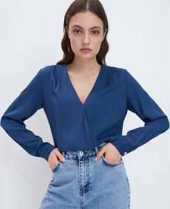 Niebieska bluzka Mohito z dekoltem w kształcie litery v