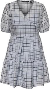 Sukienka Vero Moda w stylu casual z dekoltem w kształcie litery v mini