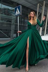 Zielona sukienka Ivet.pl rozkloszowana