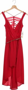 Czerwona sukienka Hollywould z dekoltem w kształcie litery v