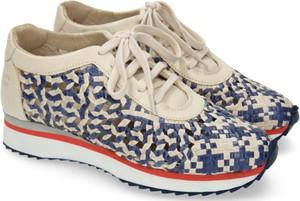 Sneakersy Melvin & Hamilton sznurowane w geometryczne wzory na koturnie