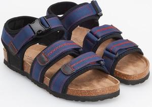 Niebieskie buty dziecięce letnie Reserved z klamrami