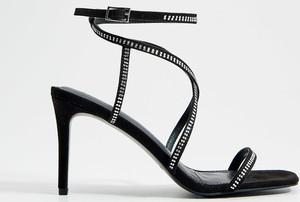 Czarne sandały Mohito na wysokim obcasie