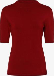 Czerwony sweter comma,