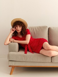 Czerwona sukienka Top Secret z dekoltem w kształcie litery v mini z krótkim rękawem