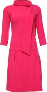 Różowa sukienka Yuliya Babich z długim rękawem z golfem
