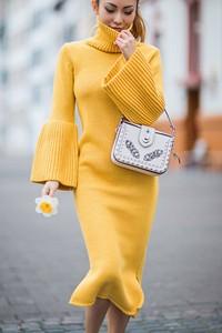 Żółta sukienka Ivet.pl rozkloszowana