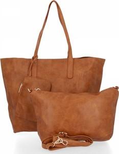 Brązowa torebka Bee Bag w wakacyjnym stylu na ramię