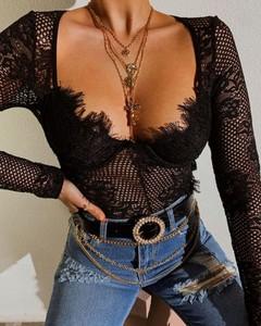 Czarna bluzka Kendallme z dekoltem w kształcie litery v z długim rękawem
