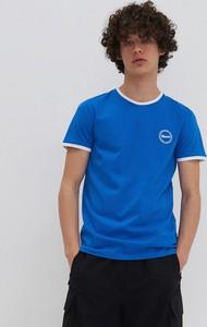 Niebieski t-shirt House z krótkim rękawem w stylu casual