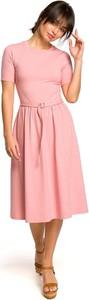 Różowa sukienka Merg midi z okrągłym dekoltem