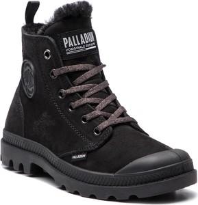 Czarne botki Palladium z płaską podeszwą z nubuku w stylu casual