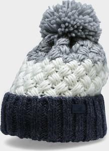 Szara czapka 4f
