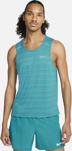 Niebieski t-shirt Nike z krótkim rękawem w sportowym stylu