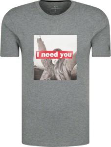T-shirt Armani Exchange w młodzieżowym stylu z krótkim rękawem