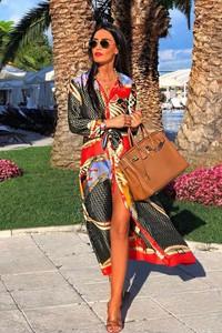 Sukienka Ivet.pl z kołnierzykiem w stylu glamour maxi