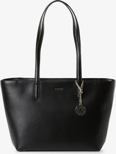 Czarna torebka DKNY duża w wakacyjnym stylu