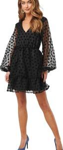 Czarna sukienka NA-KD z dekoltem w kształcie litery v