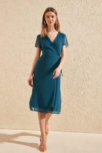 Sukienka Trendyol midi z krótkim rękawem