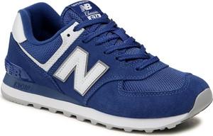 Granatowe buty sportowe New Balance sznurowane w sportowym stylu