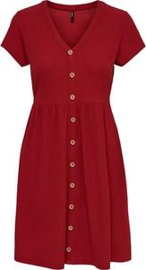 Czerwona sukienka Only z krótkim rękawem z dekoltem w kształcie litery v