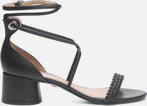 Czarne sandały Kazar ze skóry na słupku